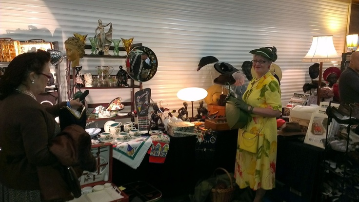 More stalls and vintiquers Epsom Vintage Fair
