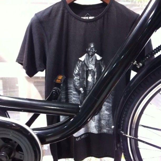 #totalblack #menssection #hollandia #bicycle #elevenparis #tshirt #astonkutcher #kanyewest #wesc #chino #toms #superdry #polo #napapijri #backbag #vespa #johnandy @maria_skordou @konstantinos_apostolopoulos