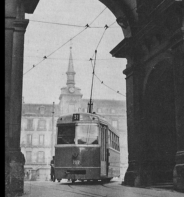 Una foto de 1952 tomada en la Plaza Mayor junto a la Calle Toledo.