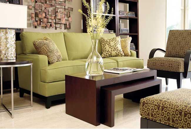 Травянисто-зеленый диван