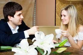 5 Pertanyaan Yang Umum Ditanyakan Pria Saat Kencan Pertama