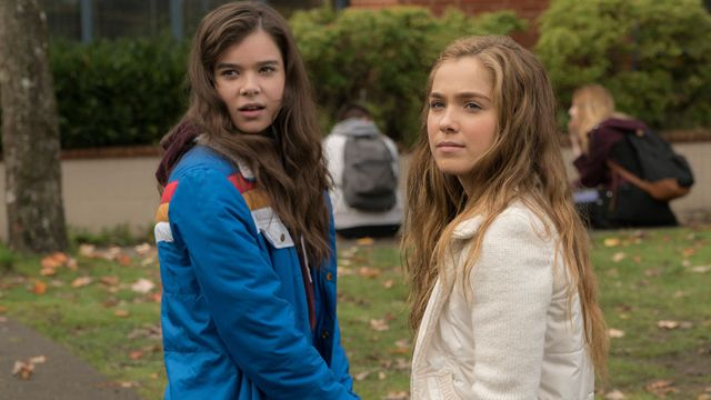 CS Video: Hailee Steinfeld and The Edge of Seventeen Cast http://filmanons.besaba.com/cs-video-hailee-steinfeld-and-the-edge-of-seventeen-cast/  Check out our video interviews with Hailee Steinfeld and the rest of The Edge of Seventeen cast Hitting theaters this Friday is writer and director Kelly Fremon Craig's well-receivedThe Edge of Seventeen.Hailee Steinfeld headlines the coming-of-age comedy drama, which follows the high school misadventures of Nadine, an angsty teen whose world…