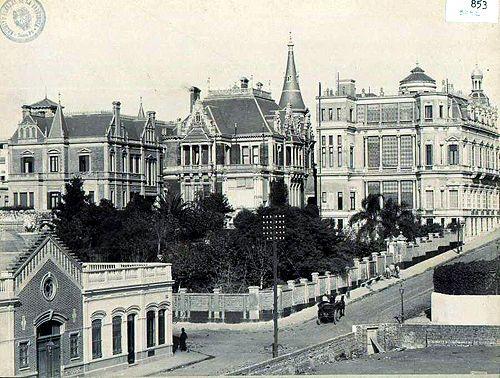 Subida de Ayacucho y Posadas  1920 aprox. Se ve un hermoso palacio y el solar que hoy ocupa el hotel Alvear, ocupado por otro edificio.