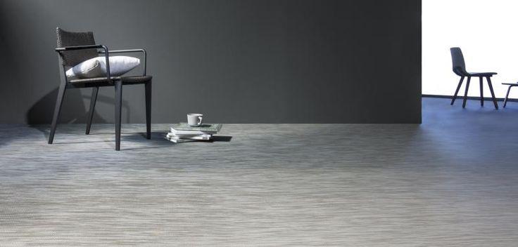 Šedá melírovaná podlaha z tkaného vinylu Fitnice, podlahy BOCA. / Gray floor from Fitnice woven vinyl.