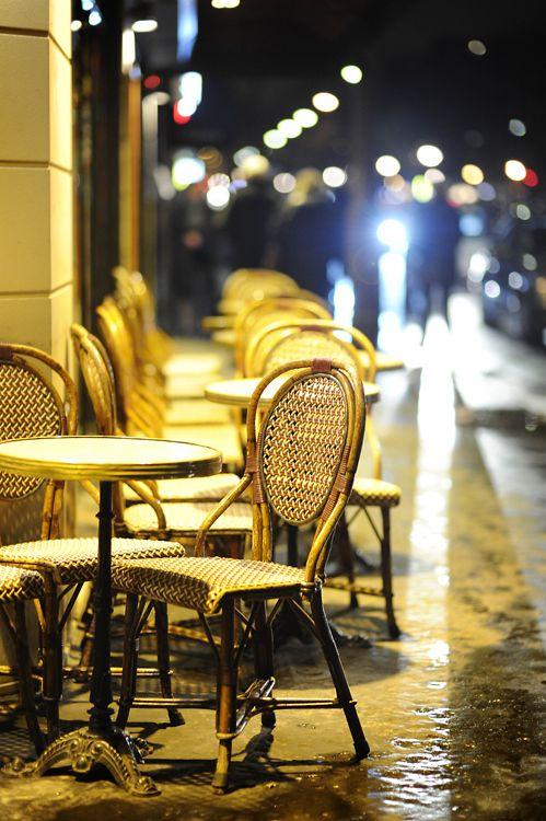 a cafe' in Paris...