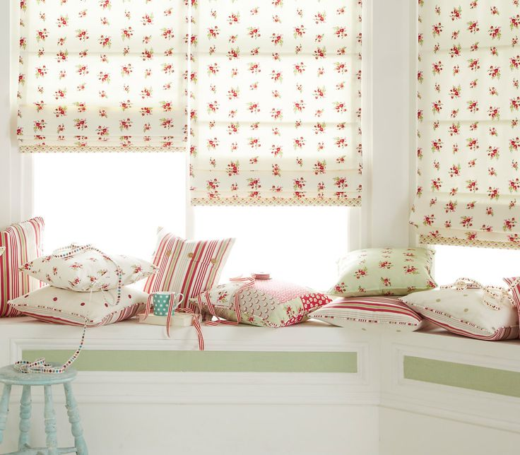 These beautiful patterned, luxurious iLiv Floreale Roman Blinds are here with the best spring inspiration!