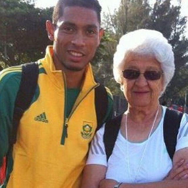 #Eurosports #Rio2016 #Athletics #400 #TeamSUD #WaydeVanNiekerk new #WorldRecord since #MichaelJohnson #IAAF #Seville99. His trainer, a 74 lady!!, #AnnaBotha  http://buzz.eurosport.es/curiosidades/el-secreto-del-nuevo-recordman-de-400-una-entrenadora-muy-anciana-y-una-camiseta-del-real-madrid-18116/#es-fb-po