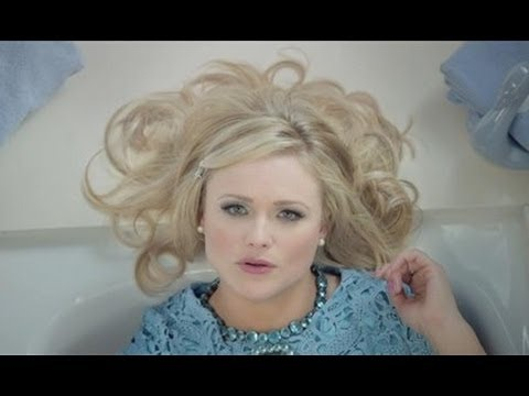 Miranda Lambert's 'Mama's Broken Heart' video is awesome!