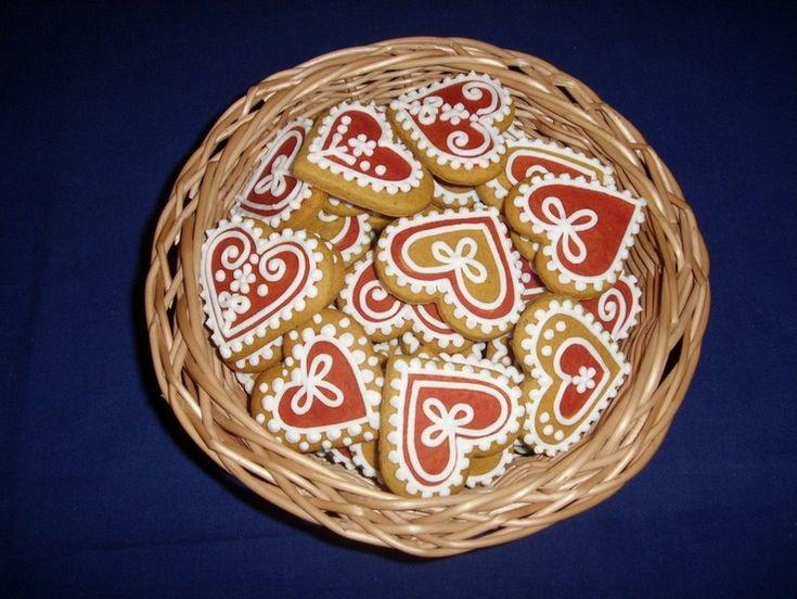 Mézeskalács szívecskék kosárban