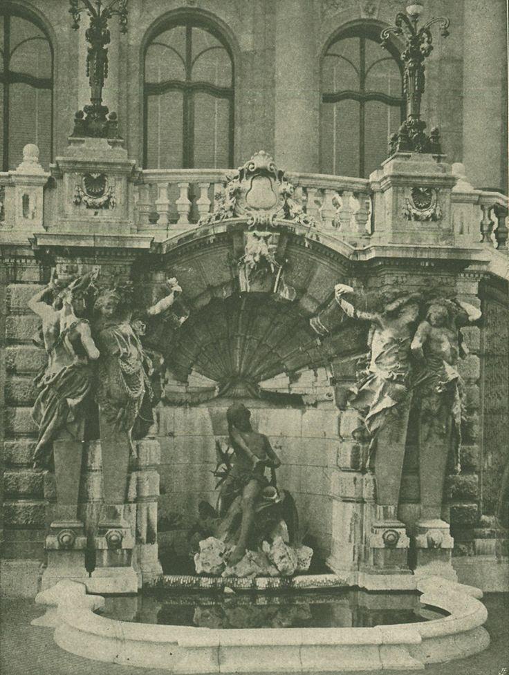 Budavári Palota - Habsburg-lépcső szökőkútja