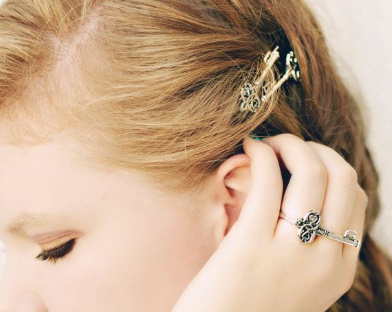 2pcs Skeleton Key Wedding Hair Pins Alice in by SpotLightJewelry