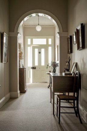 The table and chairs in the hallway are from Longford Antiques in Tasmania. Country Style, photography Michael Wee.