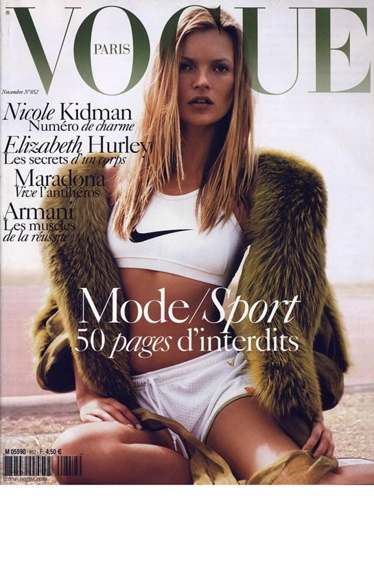 Vogue Paris novembre 2004: http://www.vogue.fr/mode/cover-girls/diaporama/kate-moss-en-18-couvertures-de-vogue-paris/4608/image/454817#vogue-paris-novembre-2004
