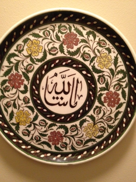 Arabic writing on floral Kutahya plate