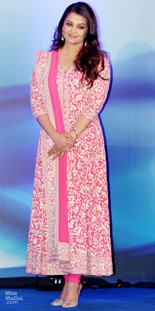 Aishwarya Rai looks great!  Love the outfit.