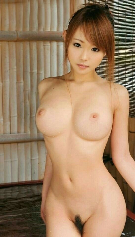 Free pictures of young naked women