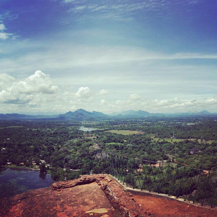 #sigiriya #topoftherock #lionrock #srilanka  #spreadtheloveforsrilanka #sayraxinsrilanka #notatravelagency #escapetheheatweekend