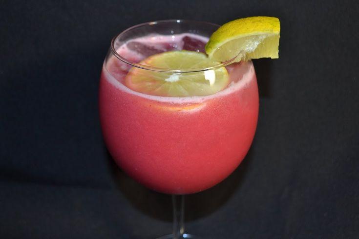 jugo de granadina y fresas para combatir la diabetes en http://www.cocinemosjuntos.com