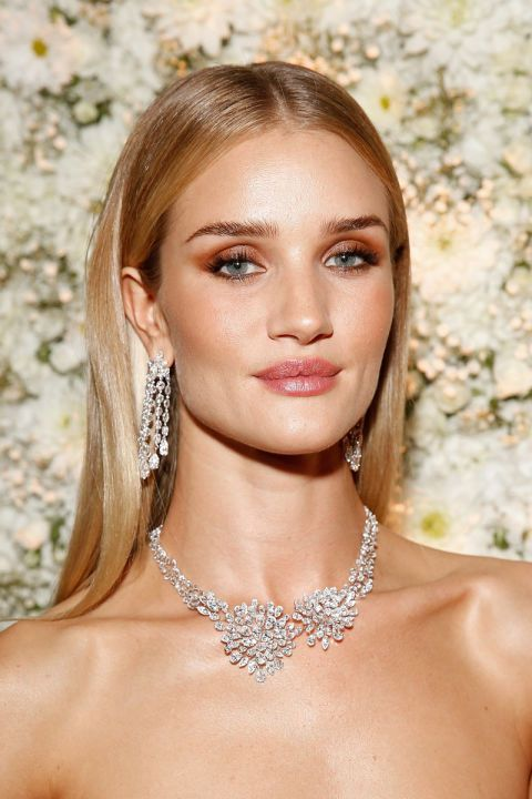 A center part and shiny polished hair is Rosie Huntington Whiteley's go-to hairdo for red carpet events.