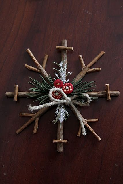 DIY Rustic Snowflake - Rustic Christmas decor