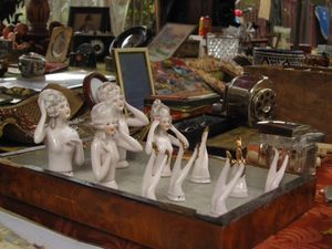 """Taking a stroll around one of Paris' flea markets, or """"puces"""" is pleasant, whether you're hunting for something specific or just enjoy browsing.: An Unexpected Surprise..."""