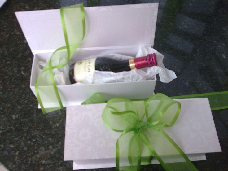 Caixa p/ mini champagne.