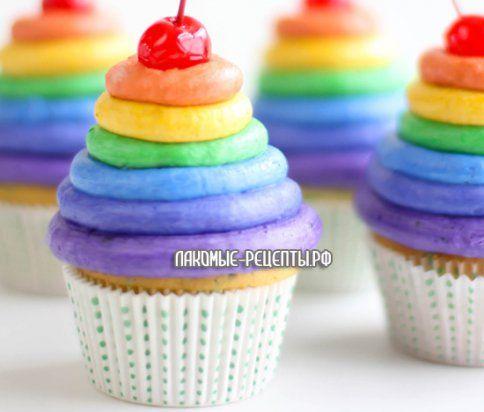 Сметанные кексы с радужной глазурью