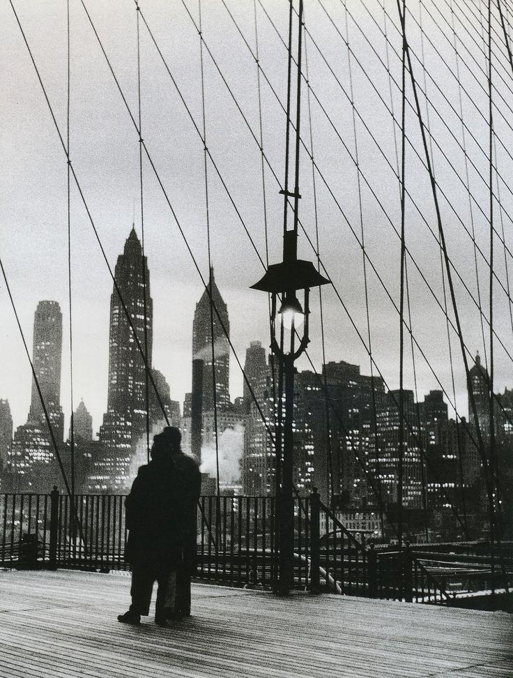 Mario De Biasi.  Dal ponte de Brooklyn, 1955
