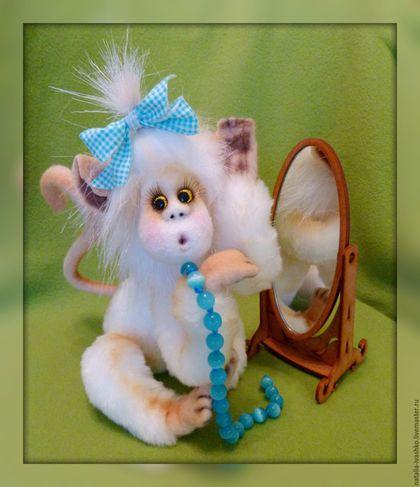Купить или заказать Обезьянка Снежанка) в интернет-магазине на Ярмарке Мастеров. Мой новый проэкт- 'Танцующие обезьянки'. Танцующие, потому что очень подвижны и с удовольствием будут Вам позировать, насколько хватит Вашей фантазии заставить их принять любую придуманную позу. Отличный подарок для ребенка, они вполне прочны и выдержат любые детские эксперименты. Тем более, что им можно придумать разные наряды и даже делать прически)). …