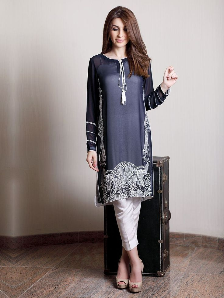Natasha Kamal dress  Um óptimo exemplo da adaptação da túnica no guarda roupa feminino