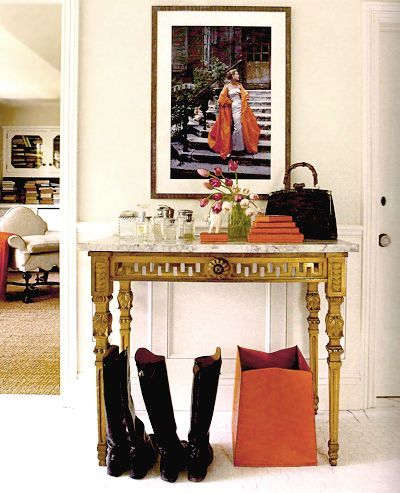 love this entry table and vignette
