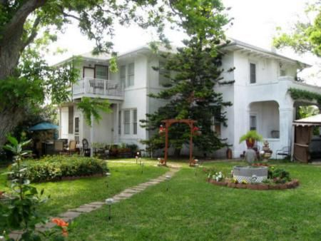 Avenue O Bed and Breakfast in Galveston,TX is pet friendly! Enjoy this dog friendly 1923 Mediterranean style bed and breakfast in Galveston, Texas. Book now at TripsWithPets.com! #petfriendly #galveston #texas