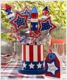 Create this 4th of July Top Hat Centerpiece and Invitation and the whole street will know that you bleed red, white, and blue!