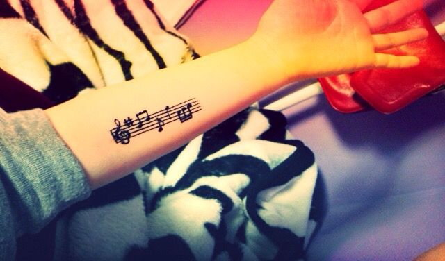 #tattoo#henna#music tattoo#tattoo draw#design#singer#colorling#body art#body painting#skin art# 음악타투 음표 샵 높은음자리표 이니헤나타투