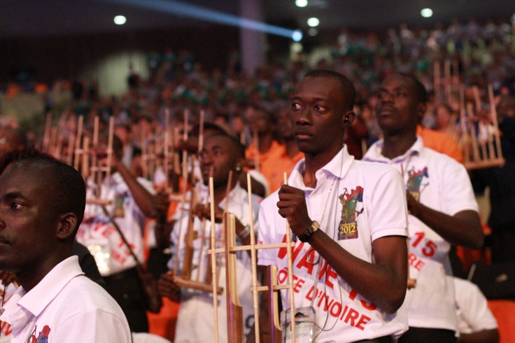 #QNET IRs from Cote d'Ivoire, so focused in making beautiful music using Indonesian traditional musical instrument, angklung at #VIND12