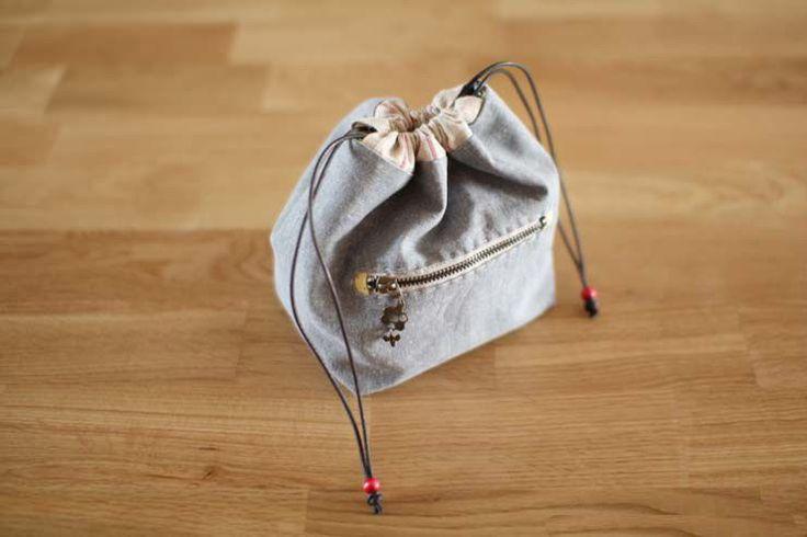 Handmade drawstring lunch box bag, handbag, small bag // some modifications and this would be a perfect knitting bag.