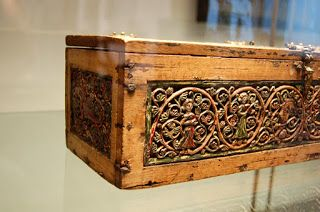 This casket dates from the third quarter of the 13th century and is thought to be a bridal gift. The casket is made of oak, with a beech bottom. The planks of the casket