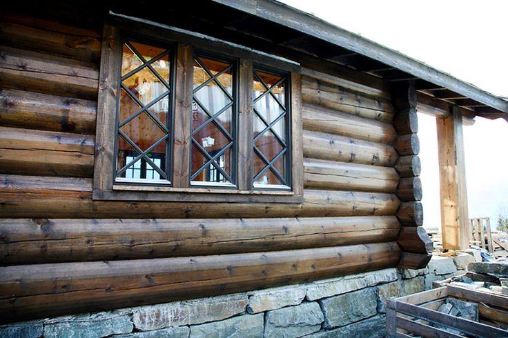 Trenor leverer flotte hyttevinduer med sprosser og farger tilpasset akkurat det du ønsker.  https://www.foris.no/?utm_content=buffer04efe&utm_medium=social&utm_source=pinterest.com&utm_campaign=buffer