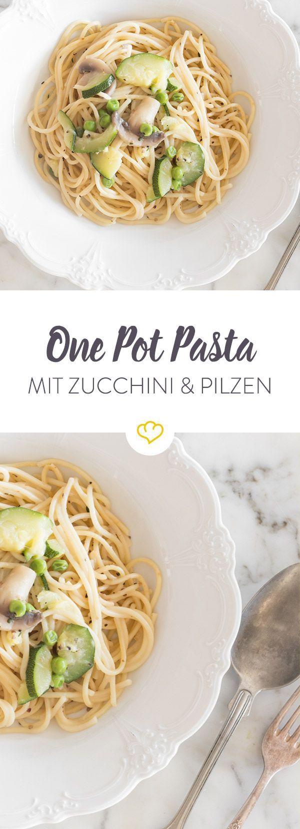 Ein wunderbar cremiges Pasta-Gericht, das du in nur 20 Minuten zubereitet hast. Nudeln, Gemüse und restliche Zutaten in den Topf geben und aufkochen.