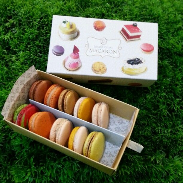 Lovely macaron by Dhara Dhevi