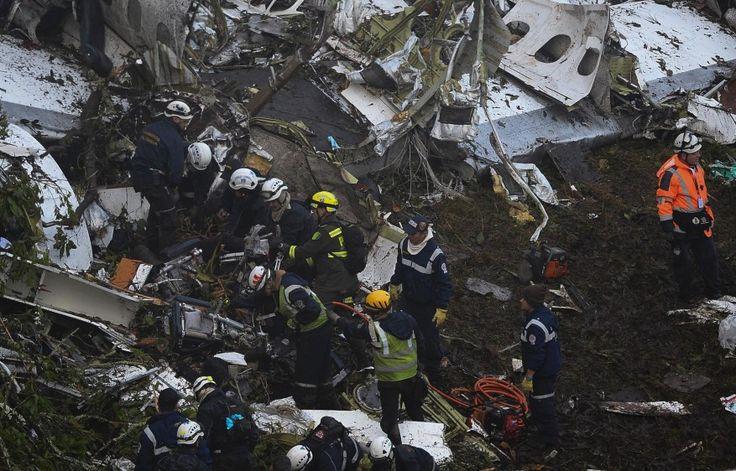 Para la extracción de los demás cadáveres, los organismos de rescate tuvieron que echar mano de herramientas industriales que les permitieran acceder a la zona de la cabina, que quedó completamente destrozada. FOTO REUTERS