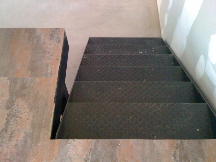 escalier vers plateforme. Loft W.