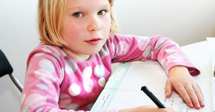 Cómo enseñar inglés a un niño de siete años. A pesar de las dificultades de mantener a un joven aprendiz sentado y enfocado, enseñar inglés a un niño es gratificante y divertido tanto para el maestro como para el estudiante. La gratificación para el maestro está en ser testigo del crecimiento del vocabulario de su alumno, en verlo desarrollarse y convertirse en un usuario seguro de la nueva ...