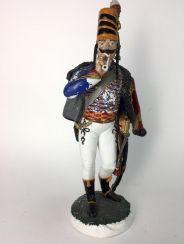 Große Porzellan-Figur: Husar, sehr filigrane plastische Ausformung, farbig gefasst, Porzellanmanufaktur Sitzendorf.