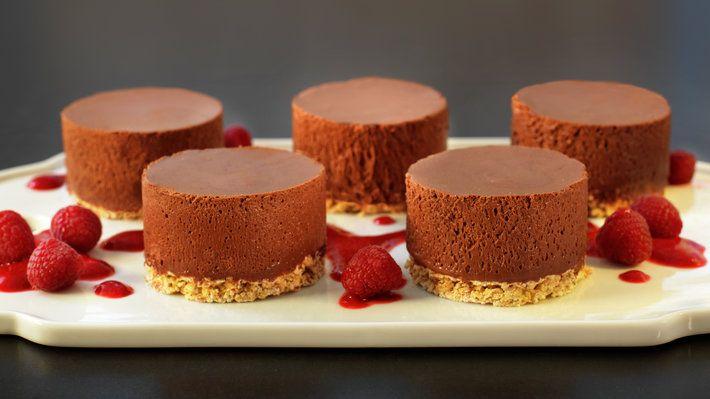 Sjokolademoussekake med havrebunn - MatPrat
