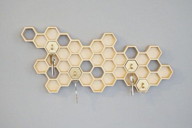 まるで蜂の巣のような鍵ホルダー「Honey I'm Home!」