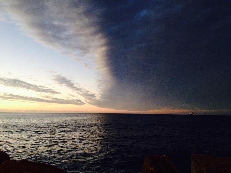 Split  #waves #seashore #shore #beautiful #sunset #viñadelmar #pabloembry #ocean #sea