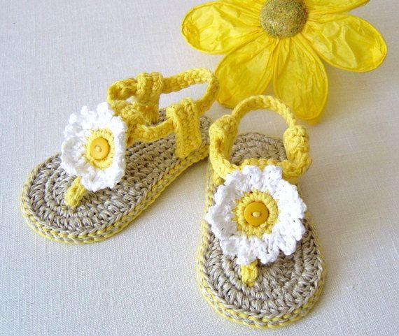 CROCHET PATTERN Baby Sandals with Daisies 3 por matildasmeadow