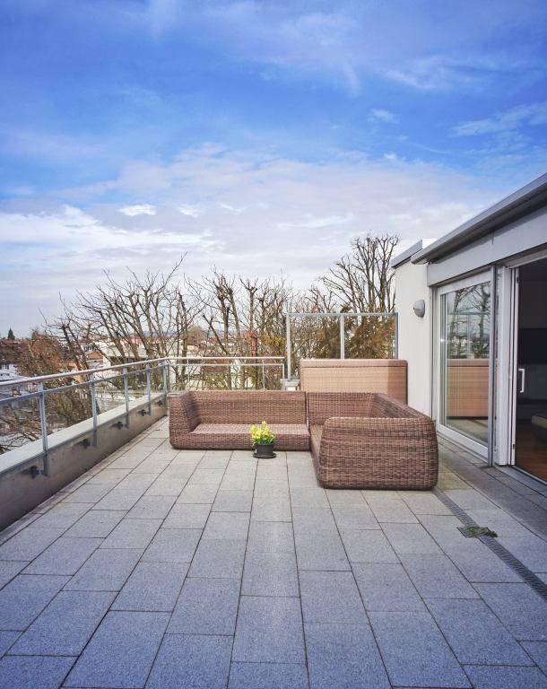Ihre 44 M Grosse Sonnenterrasse Atemberaubendes Zurichsee Und Alpen Panorama Mieten Bei Coozzy Ch Coozzy Sonnenterrasse Terrasse Penthouse