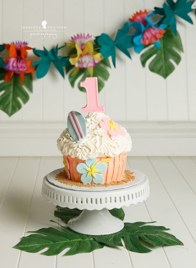 Jeneanne Ericsson Photography Hawaiian theme cake smash first birthday cakesmash